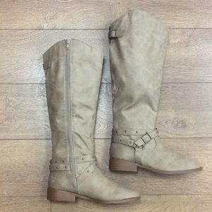 Get A Move On Boots In Taupe